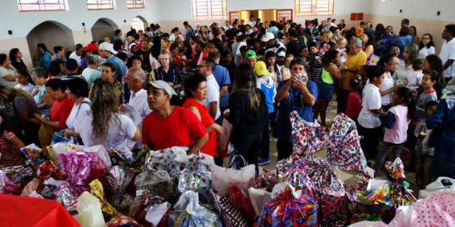Paróquia Santa Rita-Carapicuíba-SP Promove Festa para Crianças Carentes