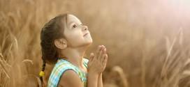 Por que unimos as mãos para orar?