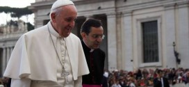 """Papa Francisco: a família é e será sempre a """"carta magna"""" da Igreja."""